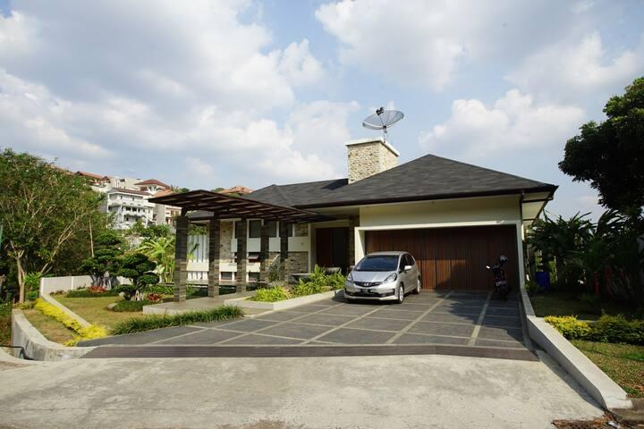 Villa Alamudi Mansion Syariah - Forest Park View