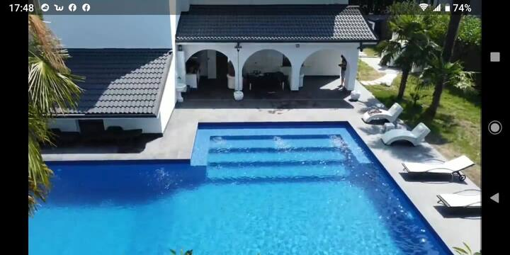 Splendid house with swimmingpool and garden