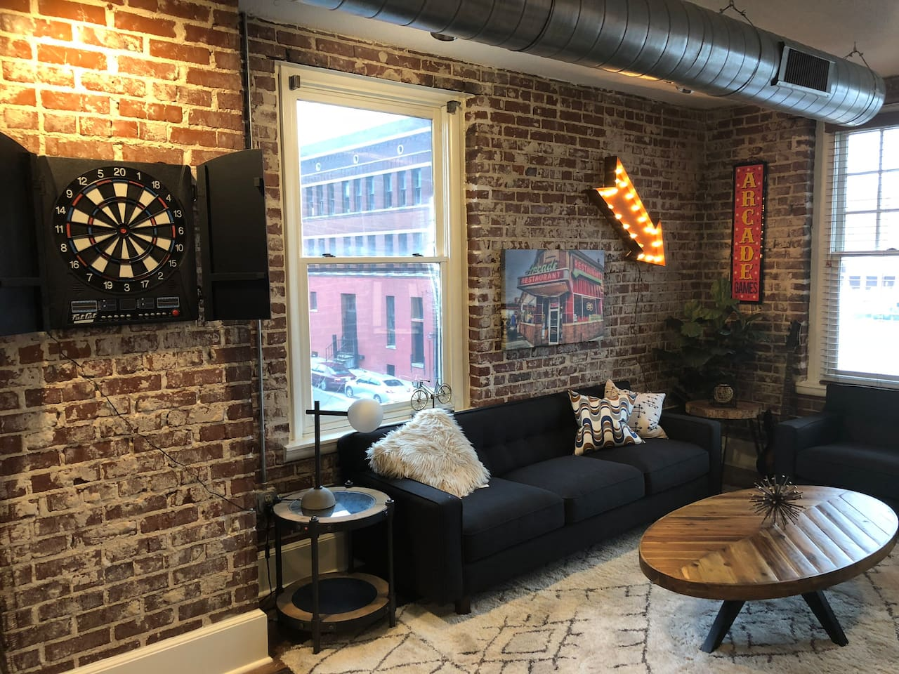 Look no further! From the backdrop of the Memphis skyline to the high end furnishings, this unit has it all. Tastefully local decor and the best games in the business!