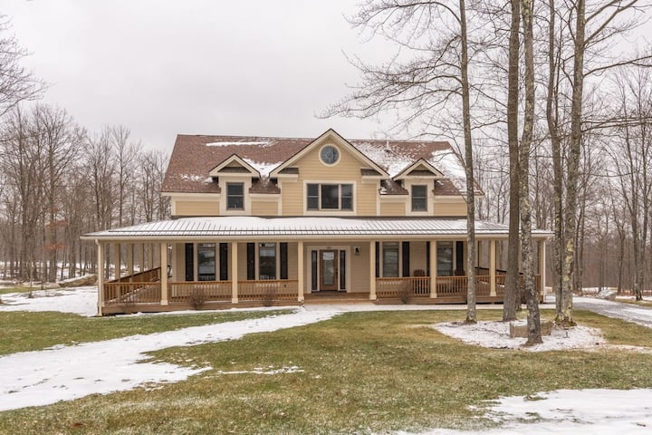 NEW! Beautiful Golf Area home w/ hot tub and fire pit!
