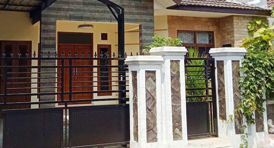 GRIYA KAYU MANIS, Comfortable & Strategic Location