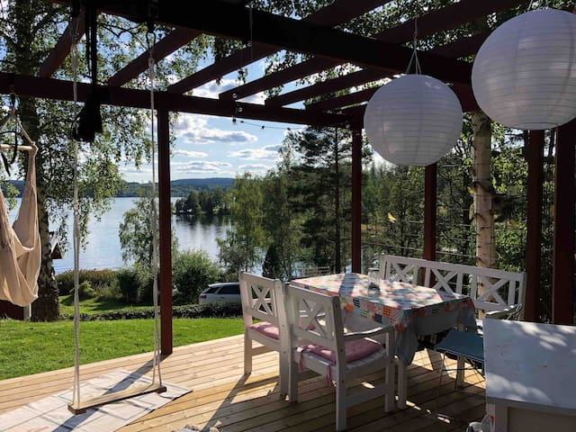 Beautiful summer house with lake view (Sommen)