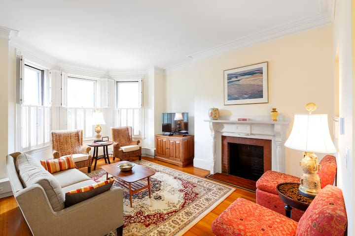 Generous Brownstone on Commonwealth|3BR 1BA #3