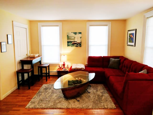 Private Clean Apartment, Stylish & Convenient - Burlington - Apartamento