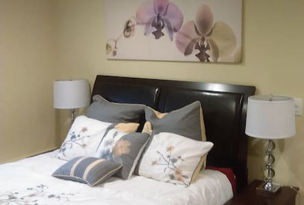 Private Studio Queen Bed Kitchen Jacuzzi laundry!! - Daly City - Casa