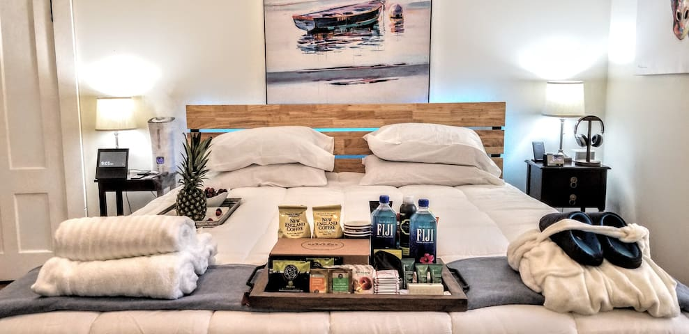 Abe Lincoln Smart Suite | King Sized Bed