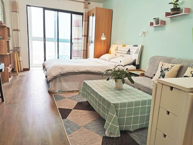 舒适干净,温馨一居室,青岛中心,近五四广场,万象城,市政府。