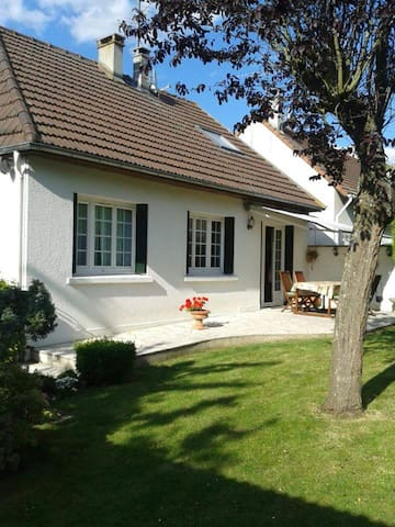 Private floor 60m2 - House 10km from Parc Asterix - Marly-la-ville - Huis