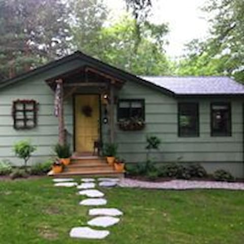Charming and Cozy Keuka Lake Cottage - Penn Yan