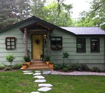 Charming and Cozy Keuka Lake Cottage - Penn Yan - Dům