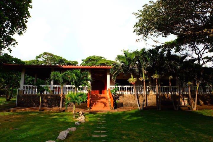 Coco Loco Beach House - Aposentillo - Casa