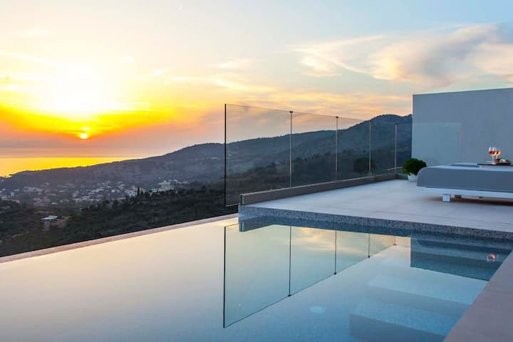 Cave Villa with Infinity Pool in Syvota Epirus