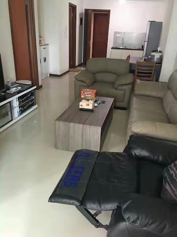 两居室高档公寓 - Muara Karang - Apartament