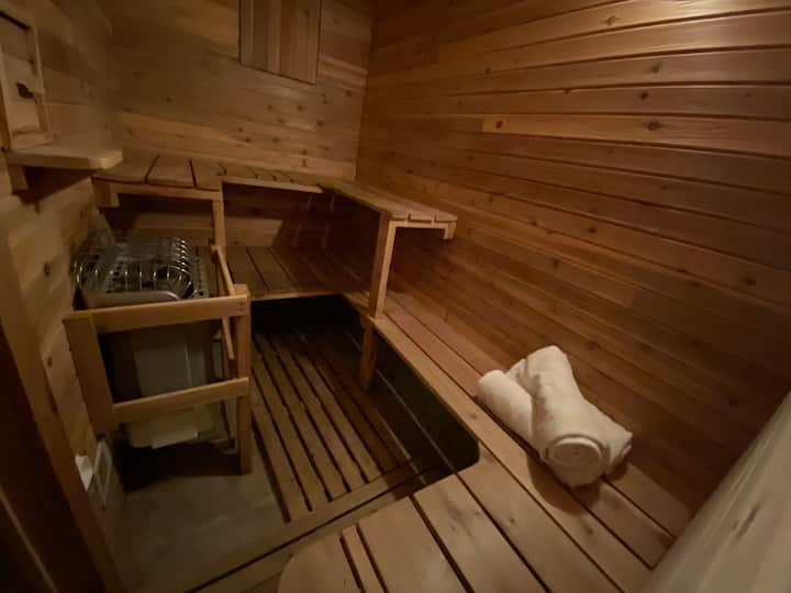 Private Westside Apartment With Large Sauna