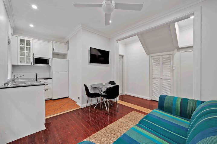 Elegant Apartment with patio on Sydney North Shore