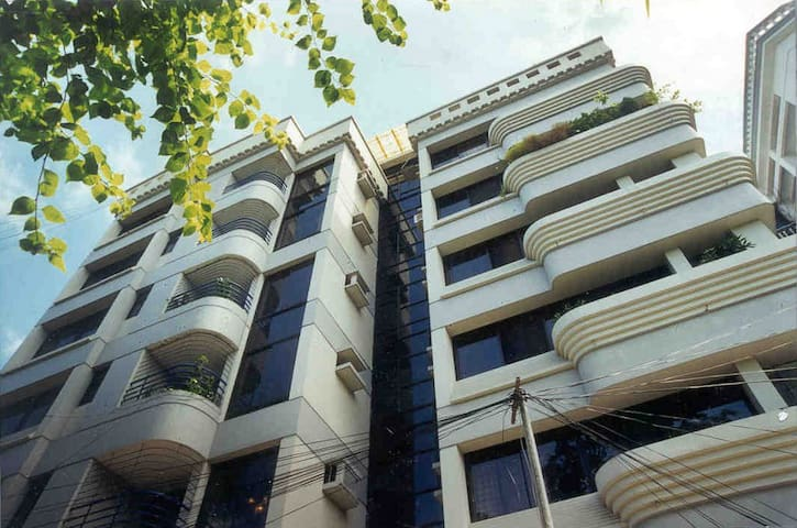 2200 SFT located in a Diplomatic Zone, Gulshan-1