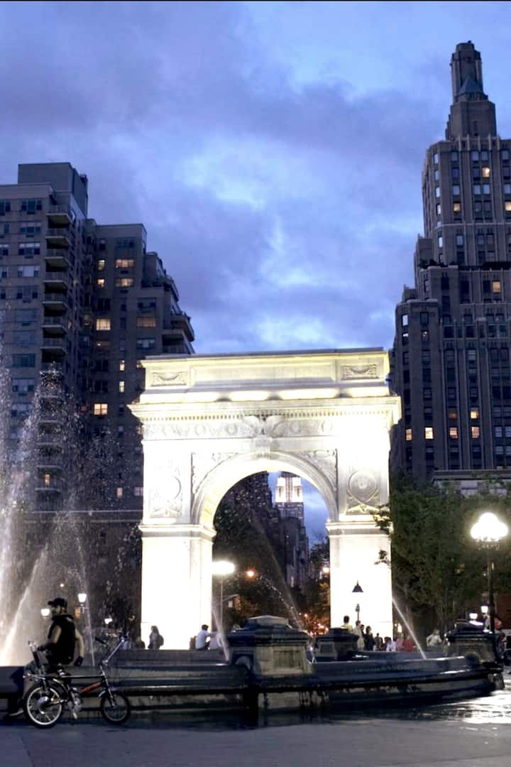 The Arch at Night
