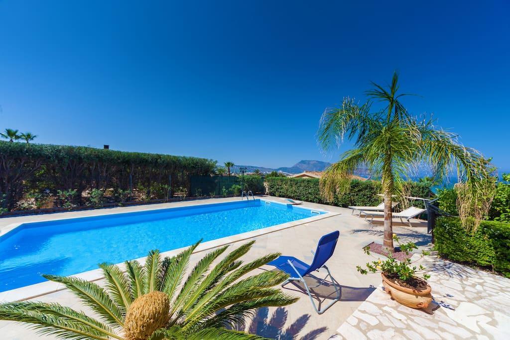 Villa By The Sea Sea View Pool Ville In Affitto A