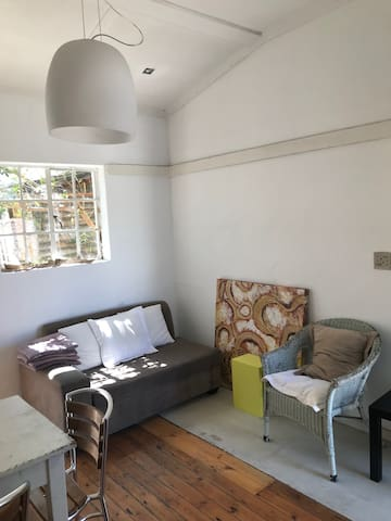Happy apartment in Cape Town Gardens super central