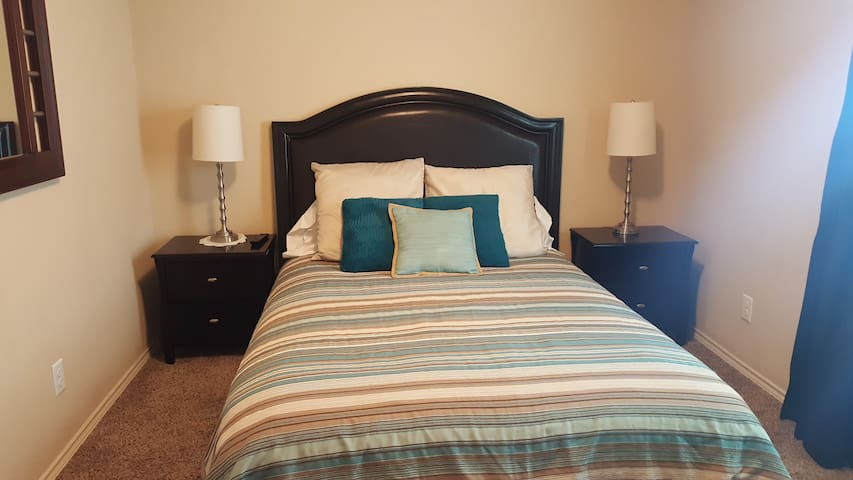 A Great Room near Seaworld, Downtown and Lackland