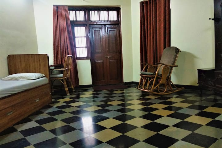 A Private AC Room in The Heart of Mumbai