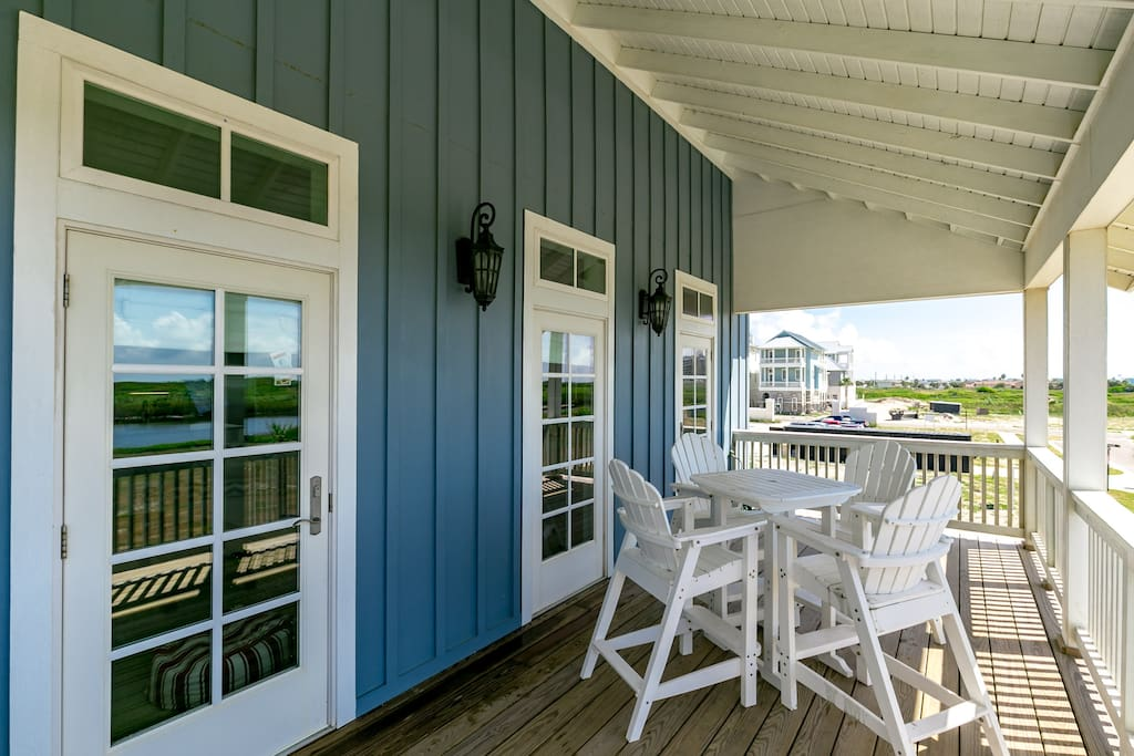 A second deck area also offers beautiful views towards the ocean.