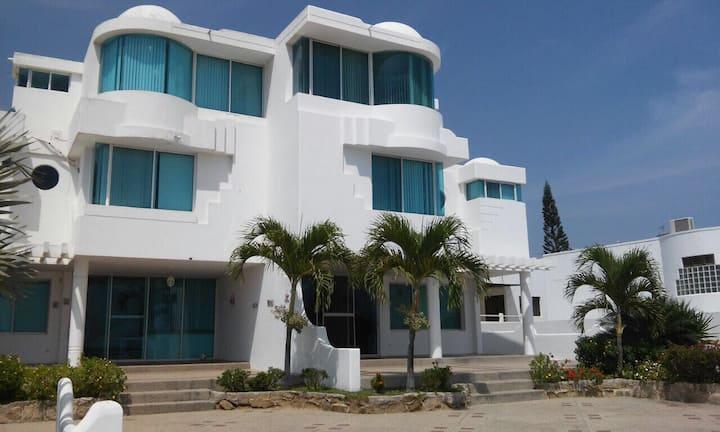 Casa con hermosa vista al mar