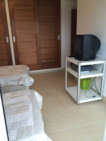 Suíte 3. Sendo 2 cama Box + 2 bicamas, quarto com armário, Blackout, varanda e espelho