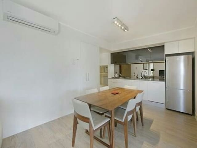 two bedroom apartment very good location near city - South Brisbane - Pis