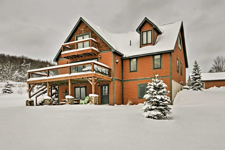 Mountaintop Ellicottville Home w/Deck Near Skiing!