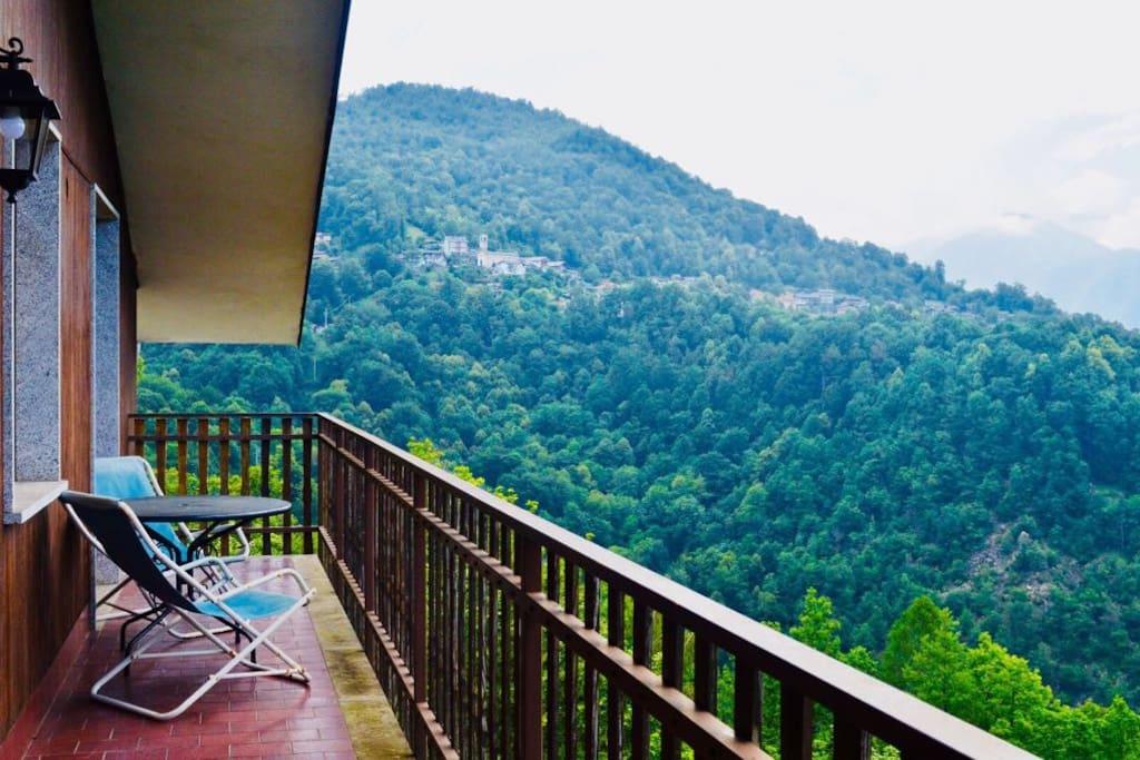 Balcone con vista panoramica sulle Valli di Lanzo