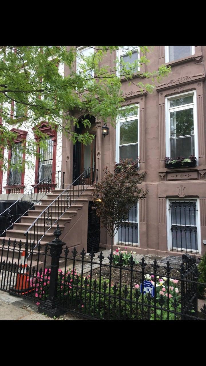 Charming Top Floor Apartment in BedStuy, Brooklyn