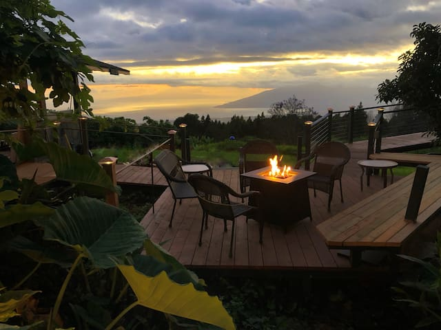 Kula Jacaranda Studio on the Slopes of Haleakala