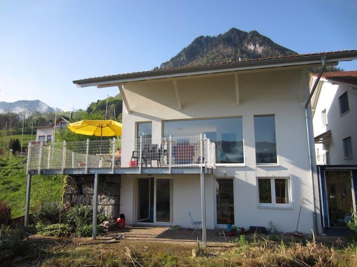 Einfamilienhaus  zwischen See und Bergen