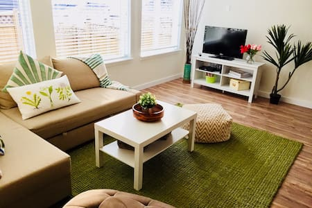 Bright and modern 1 Bedroom suite, sleeps 4
