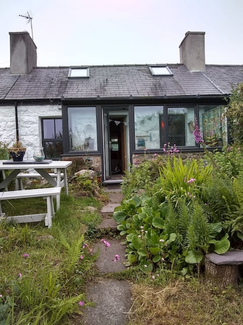 Quirky Welsh cottage in peaceful setting.