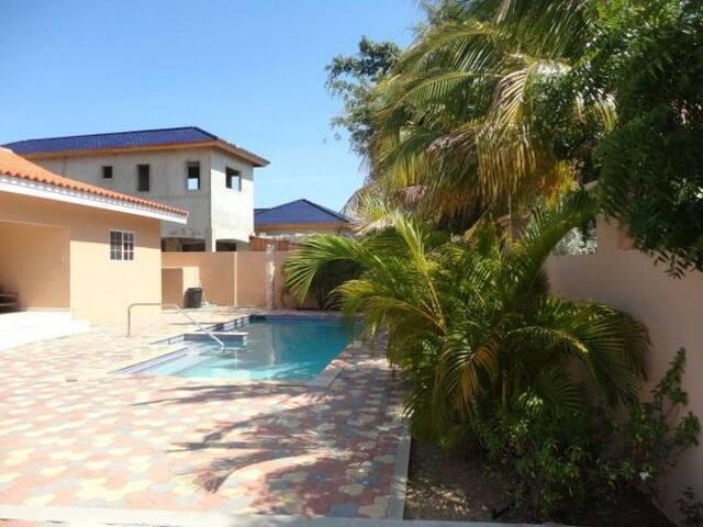 Charming house is Salina Cerca - Noord - Villa