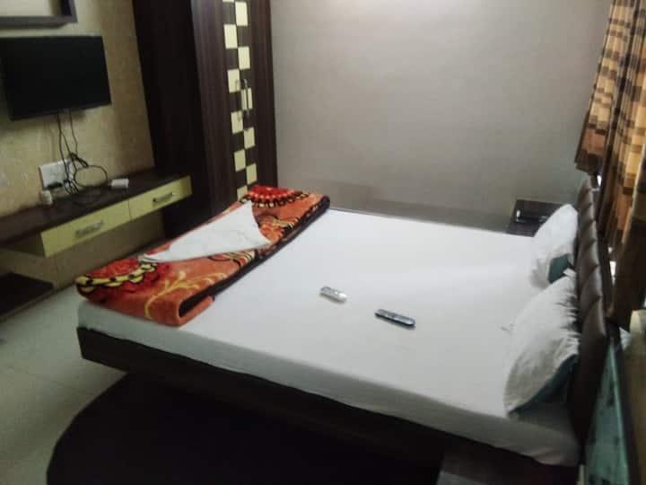 Hotel Purva Park, Miraj Deluxe Room Ac