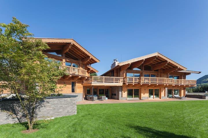 Ferienhaus Luxury Chalet Kitzbühel - Kitzbühel - Hus