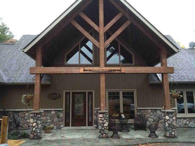 Granite Oaks    Luxury Retreat