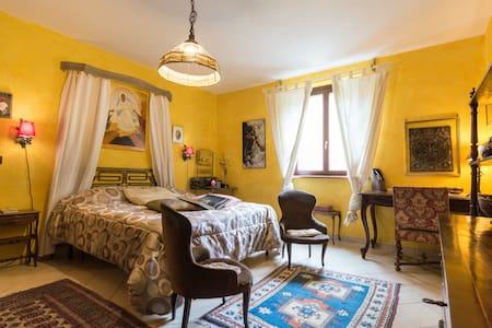 Ampia matrimoniale & idomassaggio - Casalborgone - House