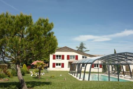 Gîte spacieux avec piscine privée et chauffée - Beaumont-du-Périgord - Ev