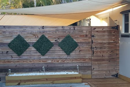 Spacious Private studio with kitchenette/ bathroom - Miami - House