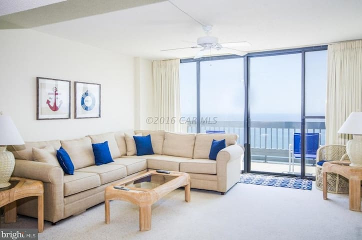 Beachfront Penthouse -  Unique Bay & Ocean Views
