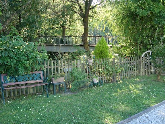 Chambre + SDB + WC privés - Jurançon - Casa