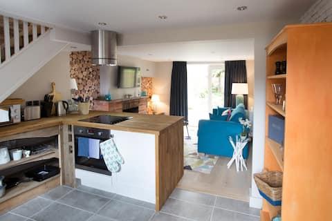 No33 Thornham Cottage 1