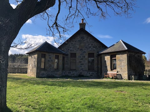 *Cool, cosy cottage in the heart of the Highlands*