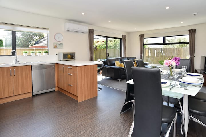 Carruthers Villa - Compact and comfy