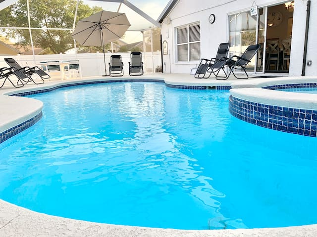 Entire Pool House 15 min to Tampa Airport!!