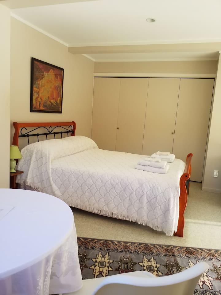 Spacious private guest suite - Birkenhead,Auckland